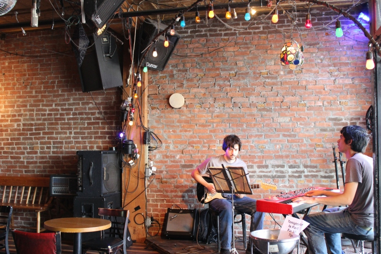 coffee shop, coffee, live music, music, tunes, guitar, keyboard, Burlington, Vermont
